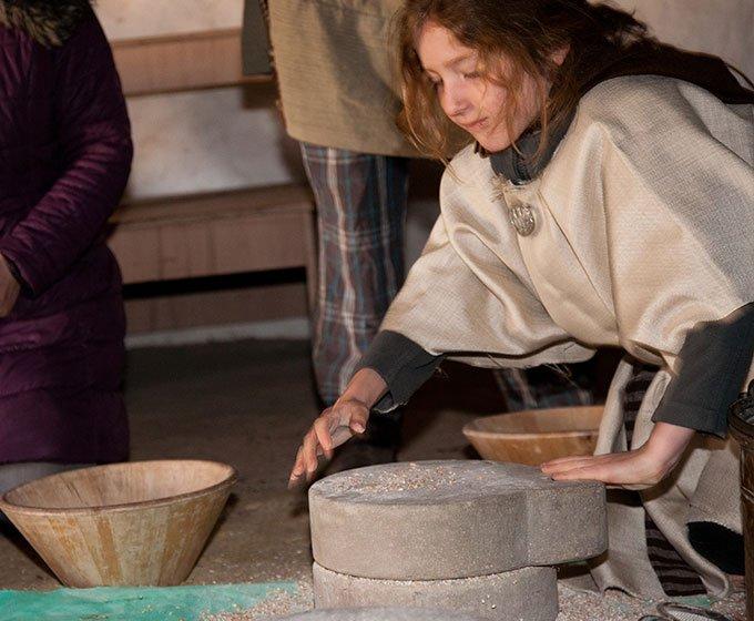 grinding flour on iron age farmer day trip